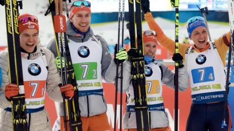 Biathlon in Pokljuka 2020: Termine, Live-TV, Datum - alle Infos. Die deutsche Mixed-Staffel um PhilippHorn (l-r), Johannes Kühn, Janina Hettich und Vanessa Hinz jubeln auf dem Podium.