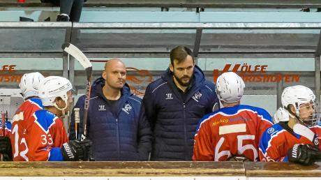 Boris Zahumensky (Dritter von links) ist seit vergangener Woche nicht mehr Trainer des EV Bad Wörishofen. Das teilte der Verein am Sonntag mit. Spiel eins ohne Zahumensky gewannen die Wörishofer Wölfe am Freitagabend gegen den SC Forst mit 7:4.