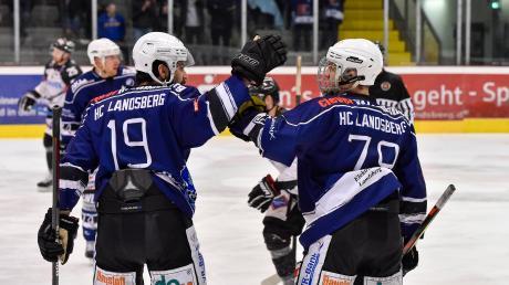 Die Riverkings (links Adriano Carciola, rechts Dennis Sturm) melden sich nach der unglücklichen Niederlage gegen Passau eindrucksvoll zurück. Beim EHC Klostersee feiert der HCL einen deutlichen Sieg.
