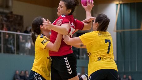 Iva Vlahinic (Mitte) und Co. machten erst zum Schluss den Heimsieg für das Aichacher Frauenteam klar. Foto: Felix Dahlheim