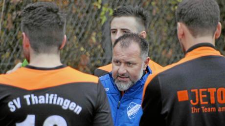 Beim SV Thalfingen gibt es Redebedarf: Trainer Laurino Di Nobile bereitet sich und seine Mannschaft auf den Abstiegskampf im der Fußball-Bezirksliga vor.