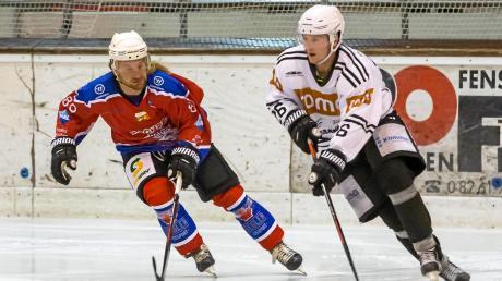 Wörishofens Lubomir Vaskovic (links) erzielte zwar gegen den ESV Burgau ein Tor, zu einem Punktgewinn reichte es jedoch nicht.