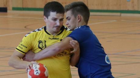 Der TSV Mindelheim um Thomas Sailer (links) verpasste einen möglichen Heimsieg gegen Sonthofen.