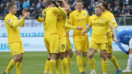 Arminia Bielefeld führt die Tabelle der 2. Liga an.