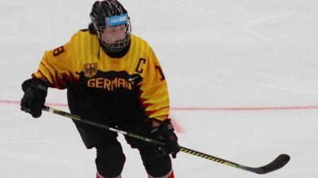 Katharina Häckelsmiller war bei den Olympischen Jugendspielen Kapitän der deutschen Frauen-Eishockey-Nationalmannschaft.