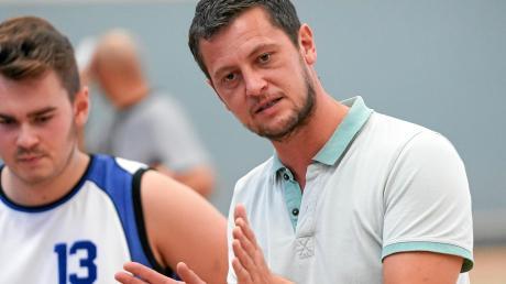 Trainer Seppi Hennemann stellte die Verteidigung seines Wemdinger Teams um, das brachte es in die Erfolgsspur zurück.