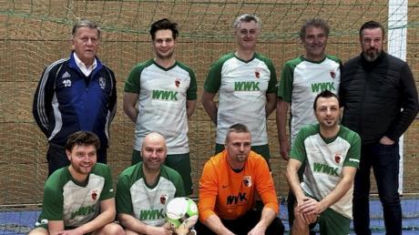 Die Traditionsmannschaft des FC Augsburg holte sich in Kissing den Sieg beim HMS-Borrelli-Cup.
