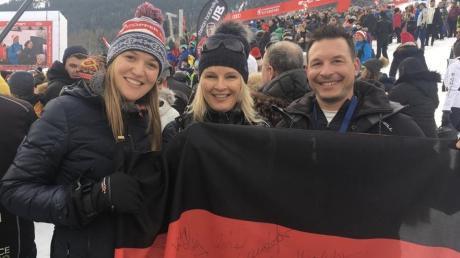 Ein wenig Weltcup-Luft schnuppern konnte Meike Pfister (links) am vergangenen Wochenende zumindest als Zuschauerin. Zusammen mit ihrem Reha-Trainer Marcus Hirschbiel und dessen Ehefrau, der früheren Weltklasse-Skiläuferin Hilde Gerg, war sie beim berühmten Hahnenkammrennen in Kitzbühel dabei.