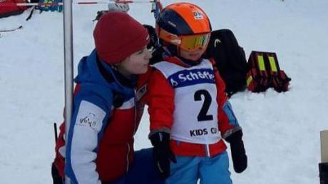 Früh übt sich: Veronika Bernhart, die jüngste Teilnehmerin, am Start mit Trainerin Kathrin Reich.