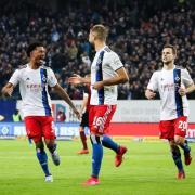 Hamburg spielt in der 2. Liga beim Fußball heute am 28.5.20 gegen den VfB Stuttgart. Hier gibt es die Infos zur Übertragung im TV und Stream.