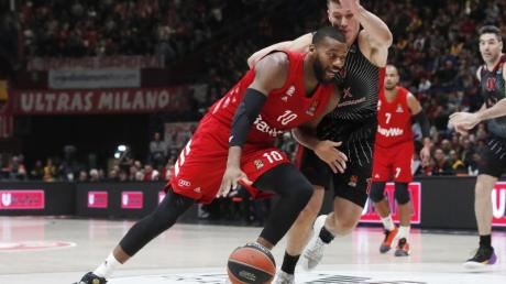 Bayernspieler Greg Monroe (l) in Aktion.