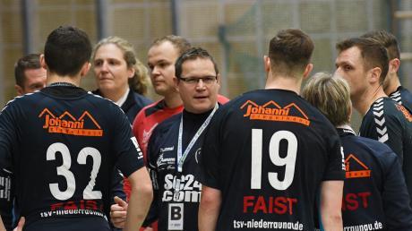 Wichtige Ansage: Der Niederraunauer Trainer Mihaly More wird sich nach überstandener Krankheit wieder direkt an seine Handballer wenden können. Es ist aber nur ein Baustein zum angepeilten Heimsieg gegen Herrsching.