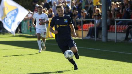 Im Oktober war Muriz Salemovic (vorne) mit dem FC Pipinsried zum Punktspiel in Landsberg zu Gast. Noch ist esnicht ausgeschlossen, dass der31-Jährige nächste Saison wieder das Trikot des TSV Landsberg trägt.