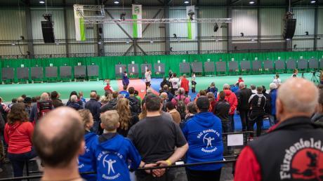"""Großes Interesse beim Publikum riefen die bayerischen Meisterschaften der Bogenschützen auf der Augsburger Messe """"Augsbow"""" hervor. Für einige Unterallgäuer endeten die Wettkämpfe sogar mit Meisterschaften und Treppchenplätzen."""