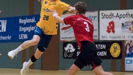 Lange konnten Schwabmünchens Herren (gelbe Trikots), hier Leo Reichenberger, gegen Spitzenreiter Haunstetten mithalten.