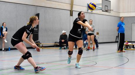 Die Lechrain Volleys (links Nele Großfeld mit Nadja Schmitz) haben nach dem Sieg gegen Ingolstadt den Klassenerhalt selbst in der Hand.
