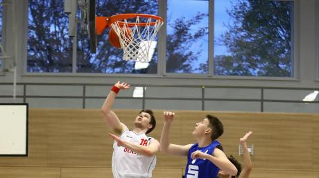 Nichts zu holen: Thomas Slowik (links), hier im Spiel gegen Donauwörth, erzielte zehn Punkte für den TSV Neuburg. Seine Mannschaft verlor gegen den SSV Schrobenhausen II aber deutlich.