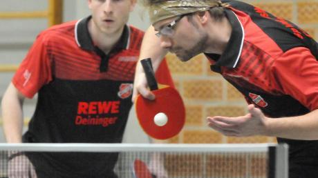 Mit ihrem Fünf-Satz-Sieg im Doppel stellten Markus Vihl und Max Fabritius (von links) für die SpVgg Westheim die Weichen auf Sieg.