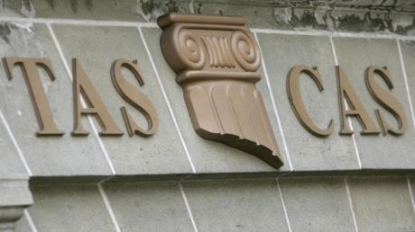 Schriftzug über dem Eingang des internationalen Sportgerichtshofes in Lausanne.