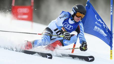 Paul Riggenmann aus Pfaffenhofen lebt im Oberstdorfer Skiinternat und will Profi-Skirennfahrer werden. Die Chance kriegt der 16-Jährige, unter der Anleitung von Trainern des Deutschen Skiverbands. Viel Freizeit hat er aber nicht.