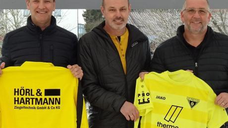 Zum dritten Mal wird Gerhard Hildmann im Sommer den TSV Gersthofen als Trainer übernehmen. Über die Verpflichtung des erfahrenen Coaches freuen sich die Abteilungsleiter Ulf Haas (links) und Klaus Assum.