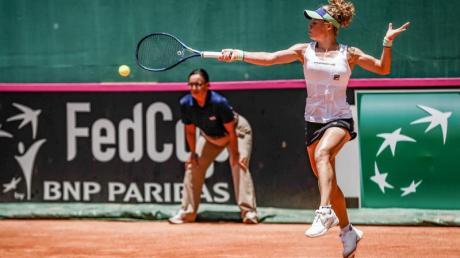 Laura Siegemund hat ihr Fed Cup-Auftakt-Einzel gegen Teliana Pereira mit 6:3 und 6:3 gewonnen.