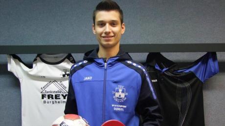 Talentiert mit dem großen und kleinen Ball: Während Lukas Niemann vom TSV Burgheim für die U19-Junioren und zweite Mannschaft auf Torjagd geht, verstärkt er in der Tischtennis-Abteilung das dritte Team. Beide Sportarten betreibt der 18-Jährige bereits seit Kindesbeinen an.
