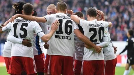 Zumindest bis Sonntag eroberte der HSV durch den Sieg gegen den KSC die Tabellenführung.