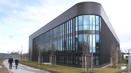 """Die Finanzierung des modernen Neubaukomplexes bereitet dem Post SV Augsburg Probleme. """"Wir hatten zwei Probleme, die so nicht vorauszusehen waren. Eine Steigerung der Baukosten und eine vom Finanzamt signalisierte Umsatzsteuererstattung, die im Nachgang in Frage gestellt wurde."""""""