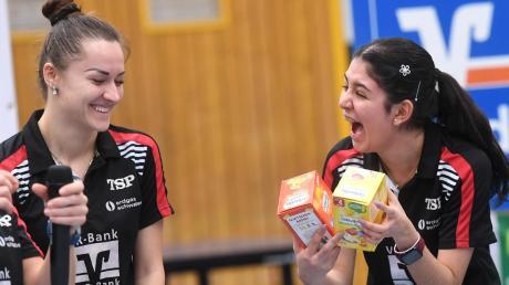 Nur vor dem Spiel hatten Vitalija Venckute und Geburtstagskind Nathaly Paredes (von links) Grund zur Freude. Im Schlüsselspiel gegen Neckarsulm lief es dann nicht so, wie sich die Spielerinnen des TTC Langweid das vorgestellt hatten.
