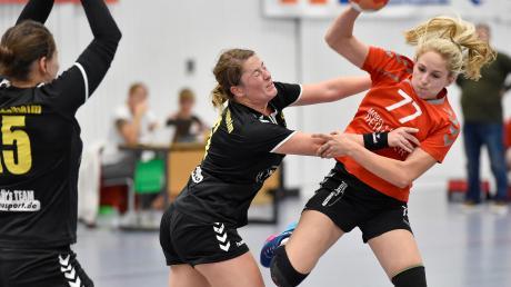 Die Landsberger Handballerinnen (rechts Jessica Menius) setzten sich dank einer starken Schlussviertelstunde gegen Mindelheim durch.
