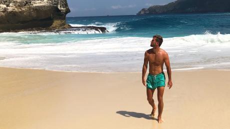 """Der Strand Kelingking auf der Insel Nusa Penida. """"Da war ich öfter"""", erzählt Marco Schlittmeier mit einem wissenden Lächeln. Das Badevergnügen sei aufgrund des knackigen Ab- und Aufstiegs allerdings mit einem Fitness-Test verbunden, merkt der Landesliga-Fußballer des SC Ichenhausen an."""