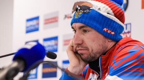 Sichtlich keine Lust auf die Pressekonferenz nach seinem WM-Sieg hatte Alexander Loginow. Fragen nach seiner Doping-Vergangenheit beantwortete er voller Ironie.