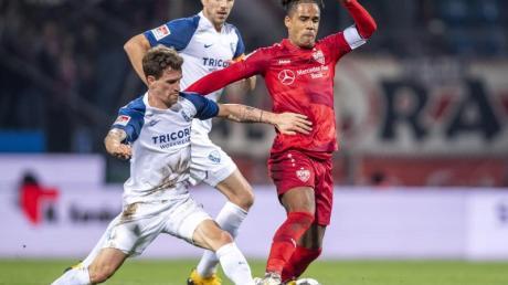 VfB-Kapitän Daniel Didavi (r) nahm mit Stuttgart drei wichtige Punkte aus Bochum mit ins Schwabenland.