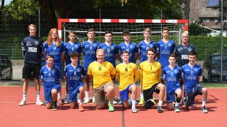 Die B-Jugend des TSV Niederraunau mit den Trainern Johannes Rosenberger (hinten links) und Stephan Hofmeister.