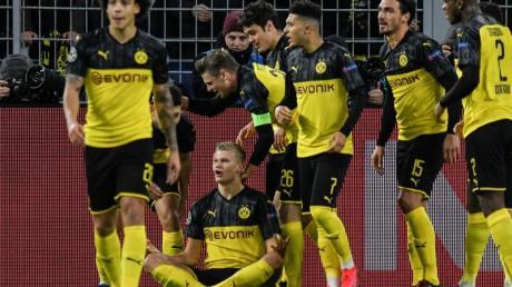 Matchwinner und gefeierter Mann: BVB-Torjäger Erling Haaland (sitzend).