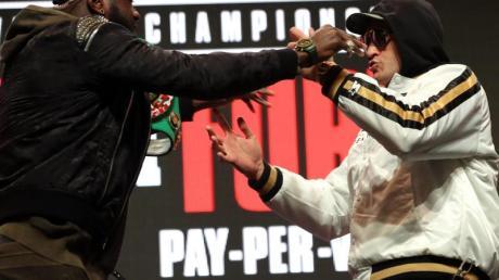 Treffen in Las Vegas aufeinander: Deontay Wilder (l) und Tyson Fury.