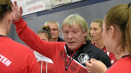 Trainer Herbert Vornehm und die Handballerinnen des TSV Haunstetten stehen in der dritten Liga vor einer richtungsweisenden Partie.