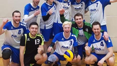 Die TSV-Männer freuen sich über den ersten Saisonsieg.
