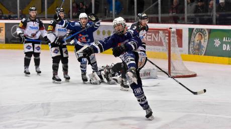 Drei Mal musste sich der HC Landsberg (rechts Dennis Sturm, hinten Mika Reuter) gegen Passau unglücklich geschlagen geben. Jetzt holte das Team von Trainer Fabio Carciola drei ganz wichtige Punkte.