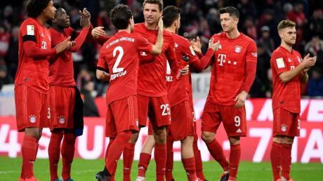 Der FC Bayern wird auch nach dem 23. Bundesliga-Spieltag die Tabelle anführen.