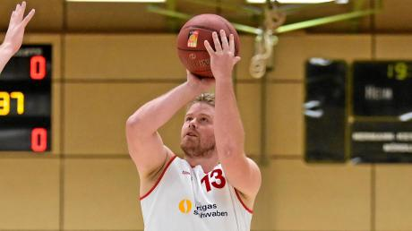 Das TSV-Basketballteam um Tobias Mussgnug musste beim Spiel gegen Passau auf vier Stammspieler verzichten.