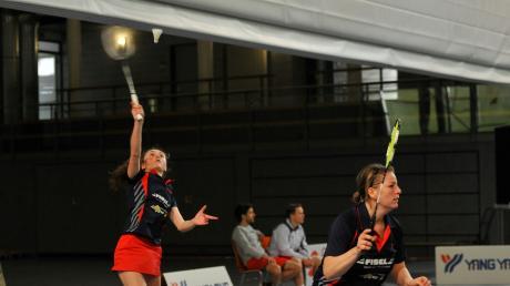 Lilli Cramer (links) vertrat Annika Oliwa im Damendoppel an der Seite von Tamara Greber (rechts). Das Match gegen Leipzig ging noch in zwei Sätzen verloren, gegen Dresden punkteten Cramer/Greber klar 21:13/21:15.