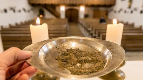 Der Aschermittwoch – Tag der Asche – stellt in der katholischen Westkirche seit dem Pontifikat Gregors des Großen (590–604) den Beginn der 40-tägigen Fastenzeit dar.