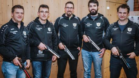 Die Reischer Schützen (von links) Roland Freiberger, Helmuth Förstle, Tino Fillinger, Michael Lechle und Andreas Gigler sind Meister.