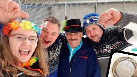 """Sie freuten sich auch über den zweiten Platz: """"Die drei lustigen Vier"""" vom SV Ottmaring. Unser Bild zeigt von links Jessica Eglauer, Volker Eglauer, Gottfried Rauschmair und Gastspieler Peter Reichardt."""