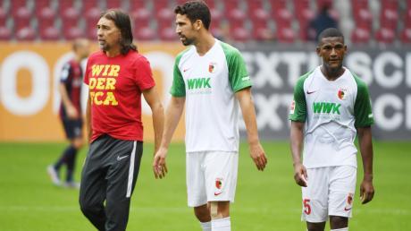 Es deutet alles darauf hin, dass FCA-Trainer Martin Schmidt gegen Gladbach im defensiven Mittelfeld auf das Duo Rani Khedira und Carlos Gruezo (von links) setzen wird.