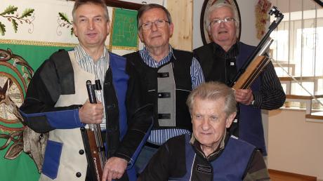 Die Meistermannschaft von St. Georgen: Georg Reindl (vorne), Anton Wernseher, Franz Oefele, Michael Vordermayr (hinten von links).