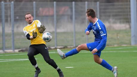 Marius Horak (rechts) hatte in dieser Szene für den KSC zwar getroffen, das Tor aber zählte wegen einer Abseitsstellung nicht. Kissing besiegte Margertshausen dennoch sicher mit 4:1.