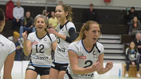 Na also, es geht doch: Sonja Auer, Vanessa Kulig und Lisa Schnürer haben allen Grund zum Jubeln. Nach einem 3:0-Sieg gegen Ansbach sind die Chancen auf den Klassenerhalt ein bisschen besser geworden.